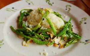 photo d'un plat de la table d'hôte
